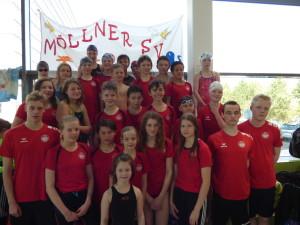 29 Aktive der Möllner SV in der neuen Schweriner Schwimmhalle