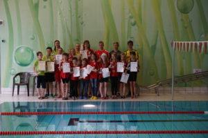 bild-12-ehrung-der-kreisbesten-schwimmerinnen-und-schwimmer